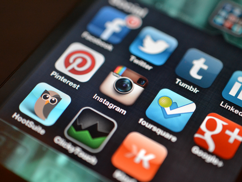 How to Use Social Media in the Aerospace World