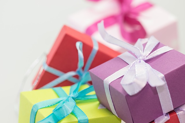 gifts-570821_640